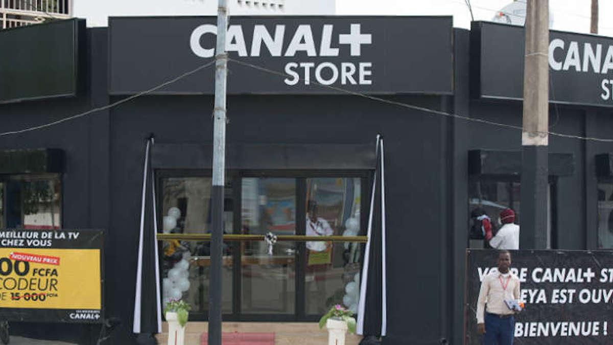 Le groupe Magic System au contact des clients de Canal+ store Sègbèya