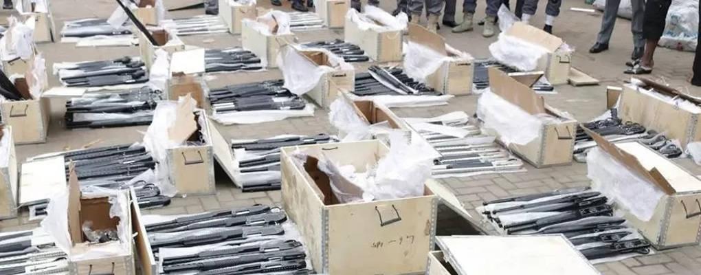 Nigéria : un conteneur rempli d'armes saisi par la douane à Lagos