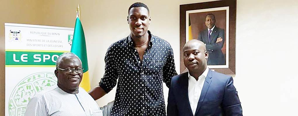 Bénin : le basketteur Ian Mahinmi échange avec le ministre Homéky