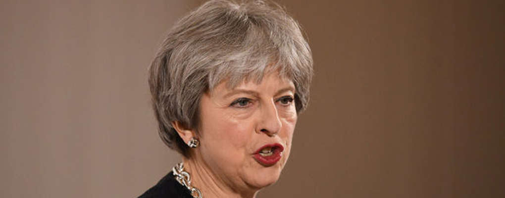 Brexit : Theresa May menace l'UE