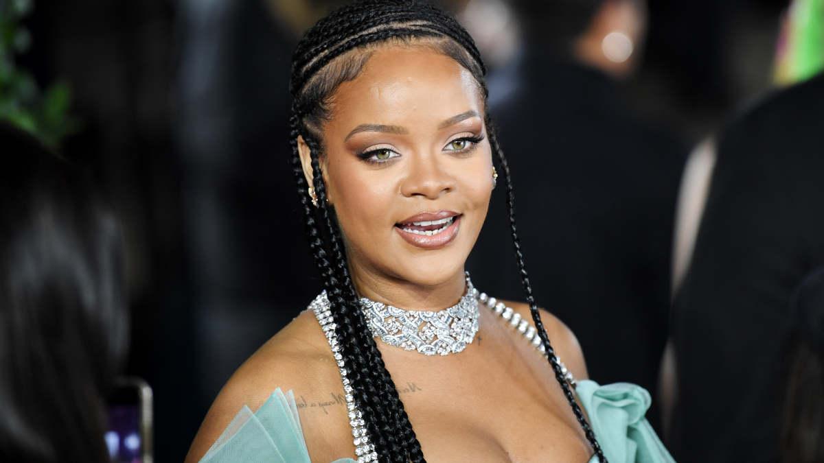 USA : la police débarque chez la chanteuse Rihanna en hélicoptère