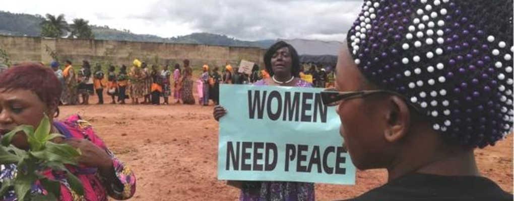 Cameroun : des centaines de femmes appellent séparatistes et militaires à la paix