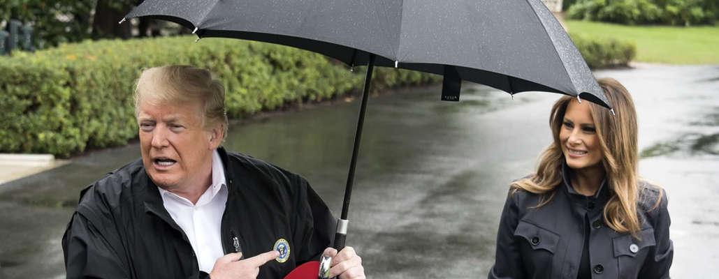 USA : quand Donald Trump se met à l'abri et laisse Melania sous la pluie
