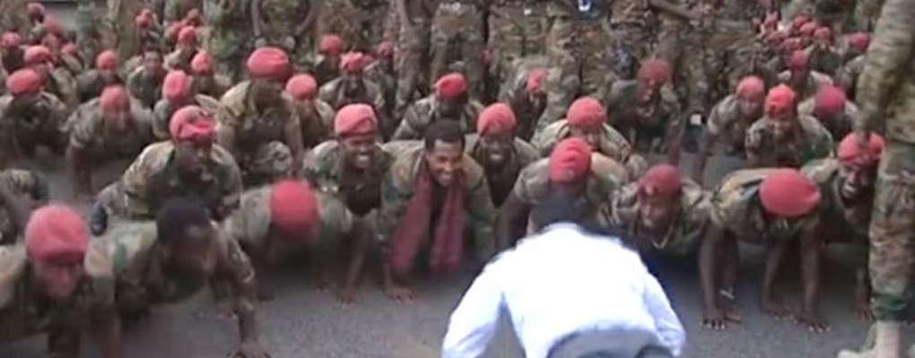 Éthiopie : en colère, des soldats armés débarquent chez le 1er ministre, ils font tous des pompes