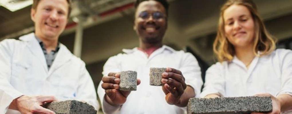 """Afrique du Sud : des étudiants fabriquent des """"briques-bio"""" à base d'urine"""