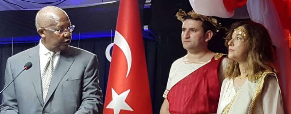 Turquie : Polémique après la publication de photos de l'ambassadrice en Ouganda