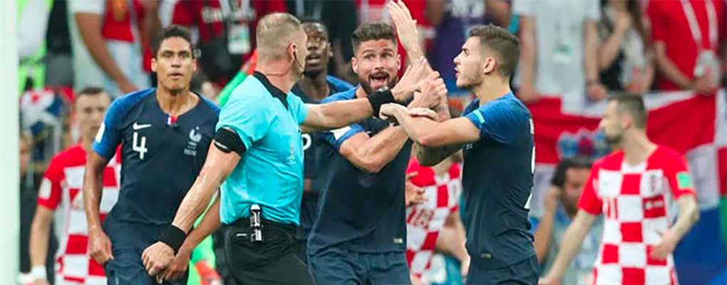 Finale de la Coupe du Monde 2018 : Les révélations de l'arbitre sur le pénalty en faveur de la France