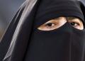 Covid-19 : testé positif, il enfile le niqab de son épouse pour voyager en avion