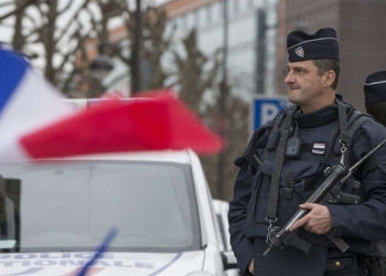 Un policier français en faction - Photo : Radio-Canada/Yves Herman / Reuters