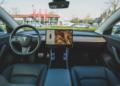 USA : une Tesla prend feu avec un conducteur à bord
