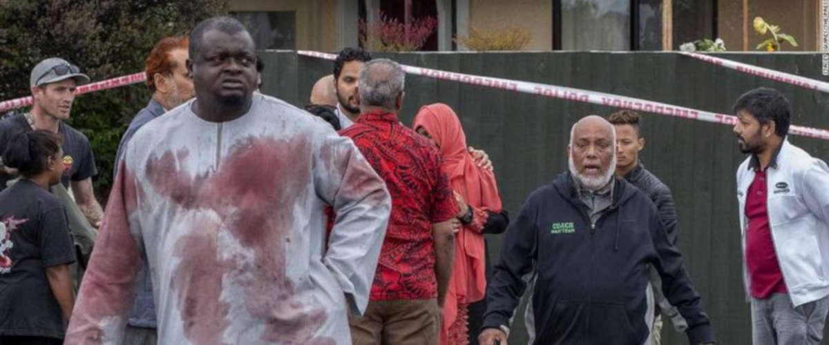 La tunique d'Alabi Lateef recouverte de sang après l'attaque [CNN]