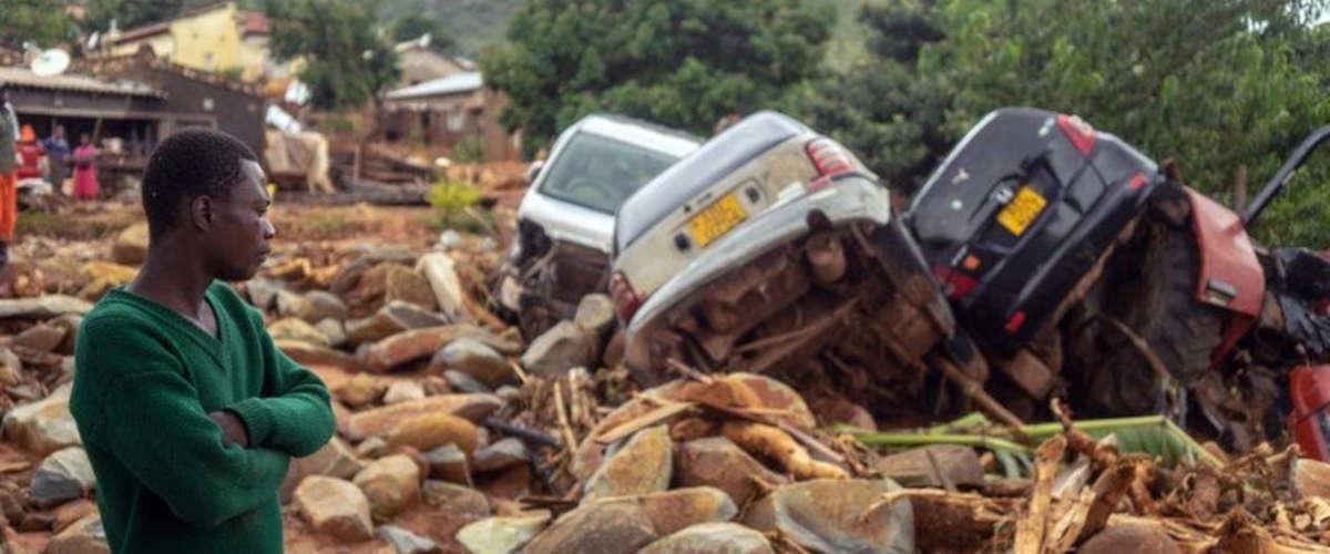 Ph : ZINYANGE AUNTONY / AFP ( après Cyclone Idai)