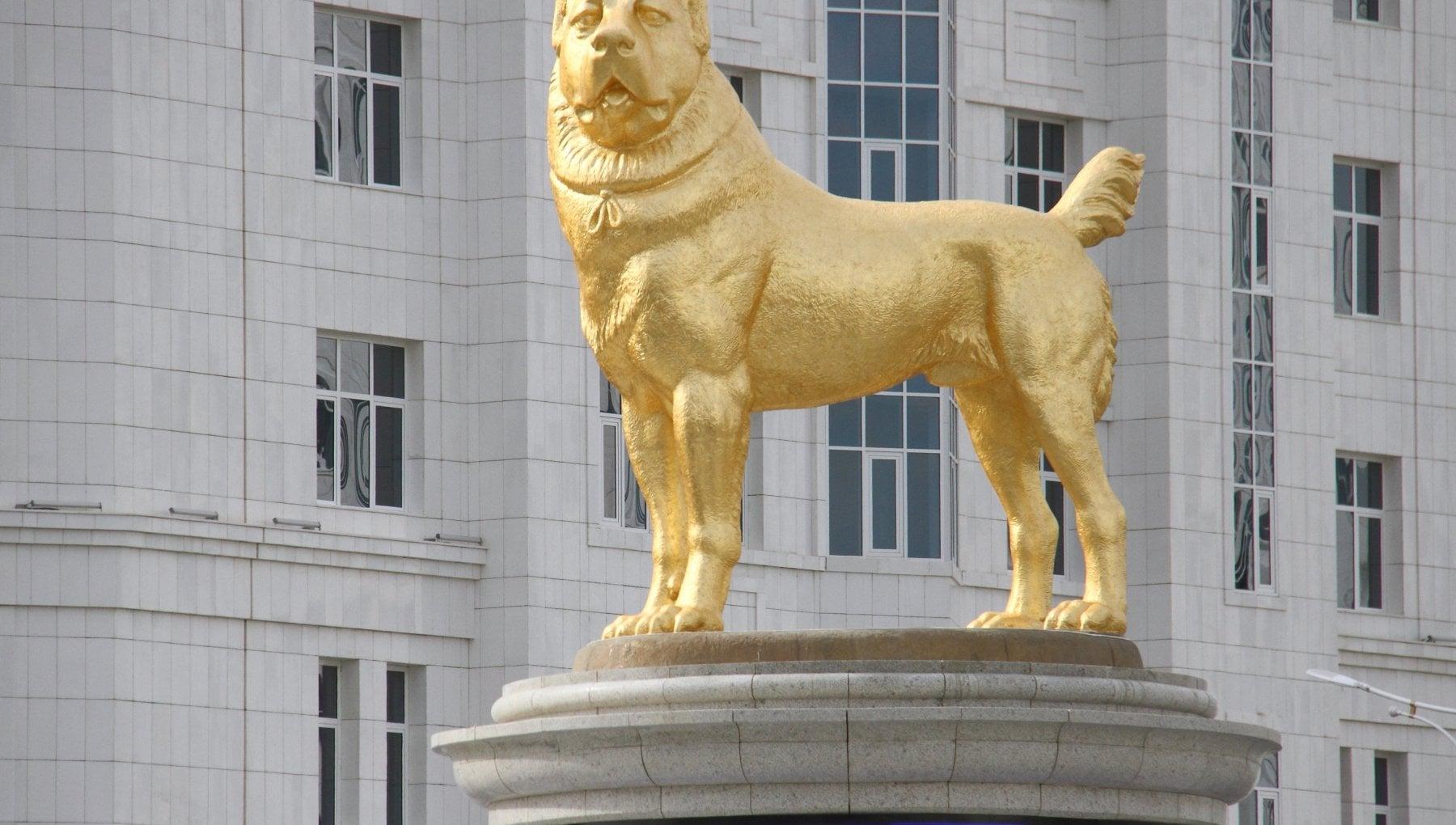 Statue en OR au Turkemnistan (Photo DR)