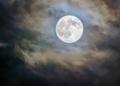 """La pleine """"Lune de ver"""" a contribué au déblocage du Canal de Suez, selon la Nasa"""