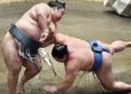 Un lutteur de sumo meurt après être tombé sur la tête pendant un combat au Japon