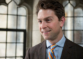 Visioconférence : William Amos, un élu canadien apparaît nu, puis s'excuse
