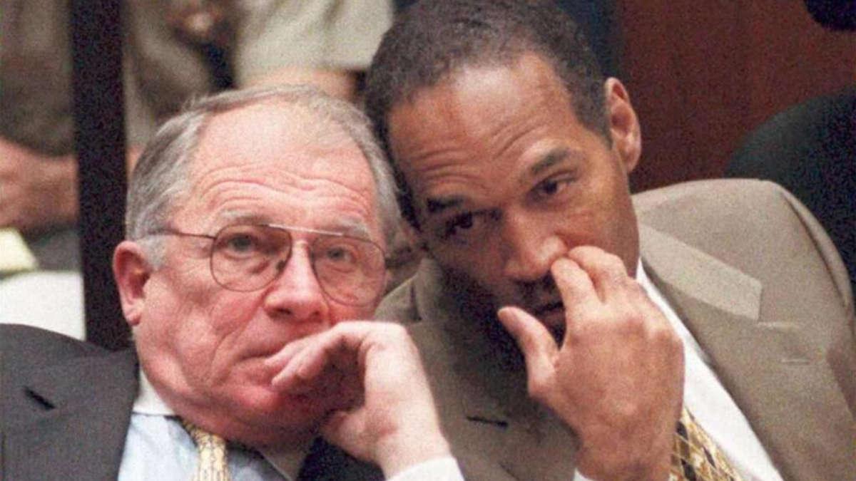 OJ Simpson et son avocat Francis Lee Bailey (Photo AFP)
