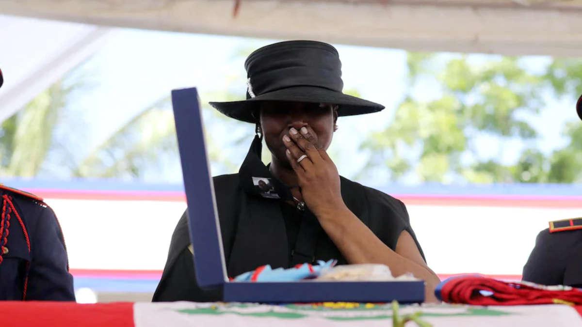 Martine Moïse lors des funérailles de son mari.  PHOTO : GETTY IMAGES / AFP/VALERIE BAERISWYL