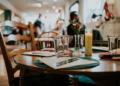Covid-19 : des personnes vaccinées refoulées d'un restaurant aux USA