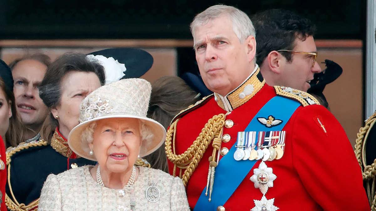 Le Prince Andrew et la Reine Elisabeth II (Photo Getty Images)