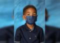 USA : cet enfant refuse d'enlever son masque pour faire une photo et devient star malgré lui