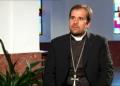 Un évêque quitte l'église pour se mettre avec une écrivaine de livres érotiques et sataniques