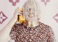 Un rappeur remplace ses cheveux par des chaînes en or