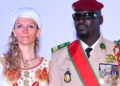 Guinée : la femme française de Doumbouya suscite des interrogations