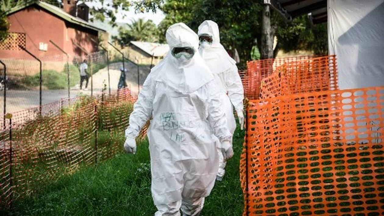 Le personnel médical d'une unité de traitement Ebola | ISAAC KASAMANI / AFP