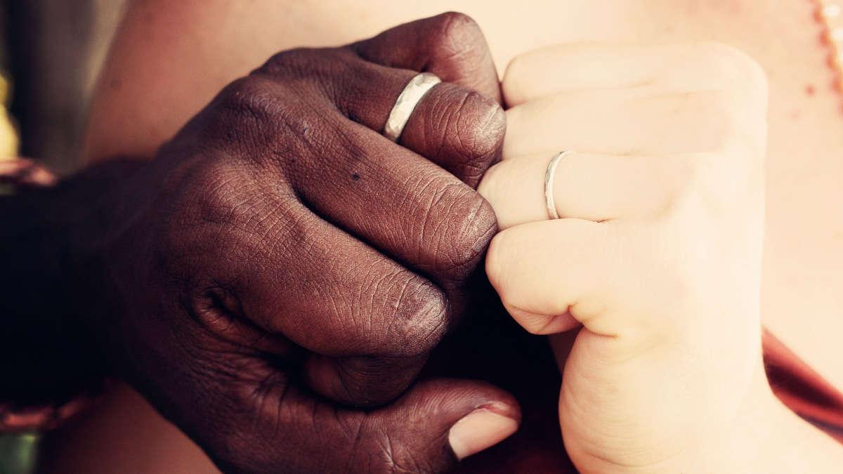 Mariage interracial (photo d'illustration)