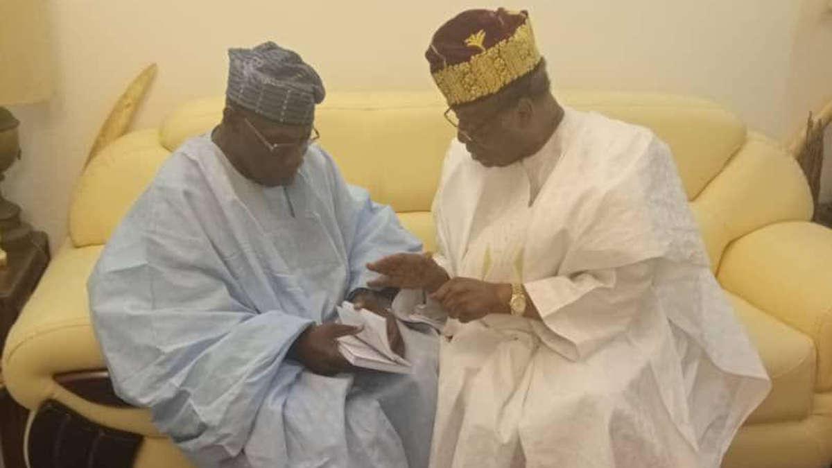 Les anciens présidents Soglo et Obasanjo