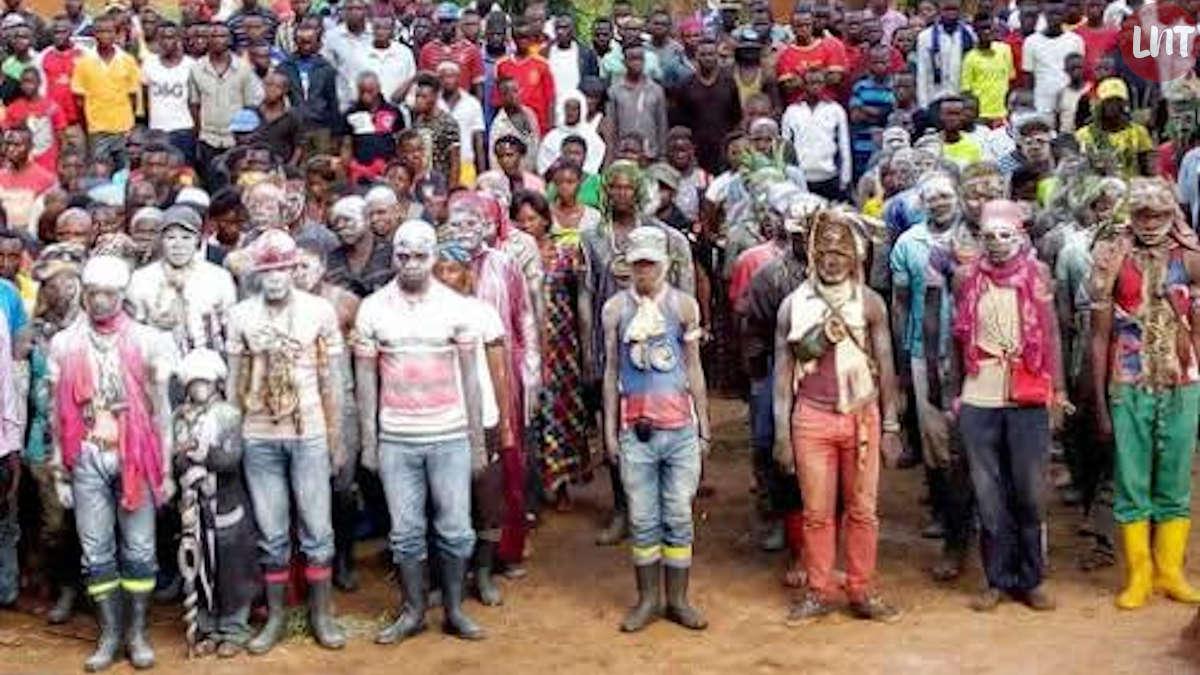Des miliciens maï-maï regroupés au Sud-Kivu. Droit tiers.